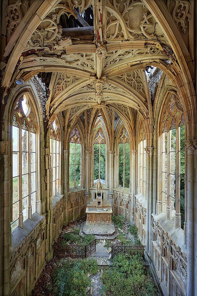 08_pastgrandeur_garden_church